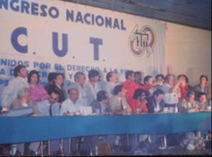Aspecto de la mesa directiva del Congreso Fundacional de la CUT, noviembre de 1986.