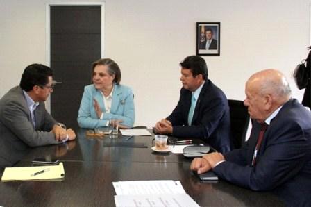 Clara López con los presidentes de CUT, CGT y CTC.