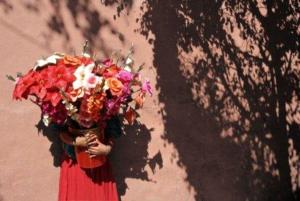 Detrás de las flores y los dólares de San Valentín