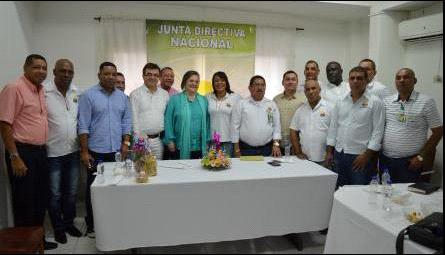 La Ministra Clara López con la dirigencia de Sintrainagro.