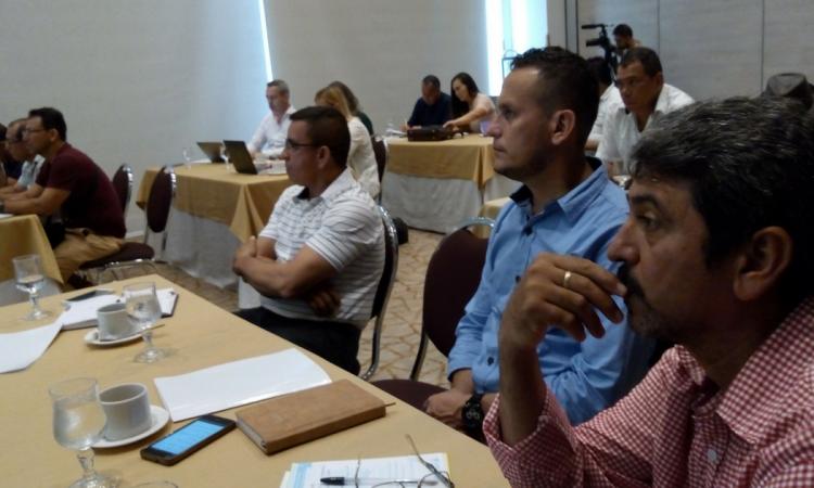 Escuela Nacional Sindical presentó estudio sobre salud laboral en el sector de la palma de aceite