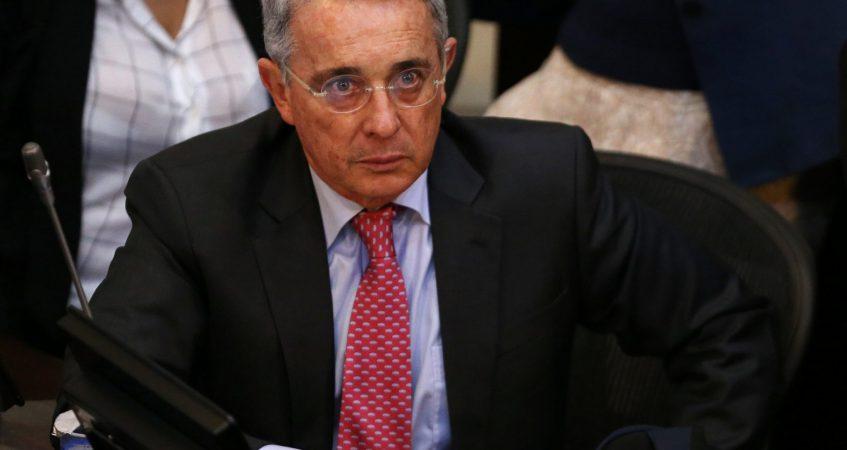 Las cortinas de humo de Uribe y el centro democrático.